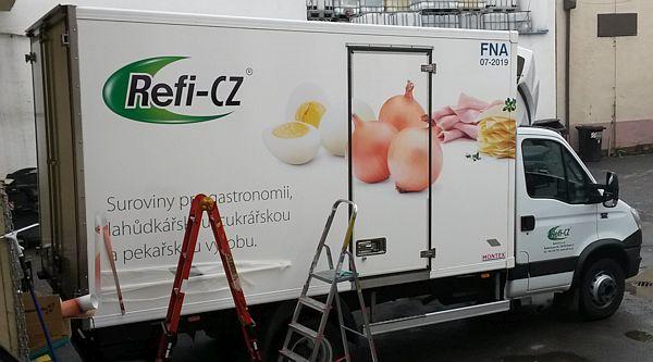 Reklamní polep na autě Refi - vejce, cibule, šunka, sýr